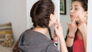 How-Does-Acne-Affect-Your-Teen's-Self-Image
